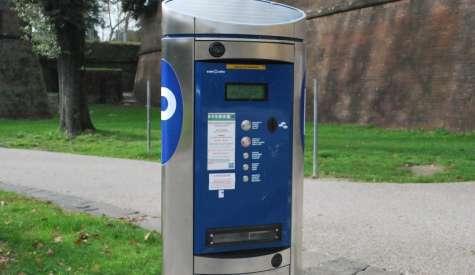 Strisce blu: se il parchimetro non ha il bancomat il parcheggio è gratis